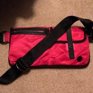 lululemon athletica Bags - Rare!!! EUC Lululemon dog walking hip pack